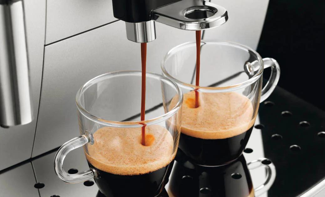 Nastaviteľný odtok kávy pre rôznu veľkosť šálky až po 142 mm
